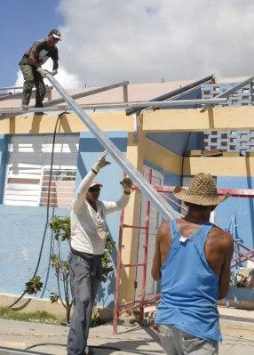 Reconstrucción de las instalaciones dañadas